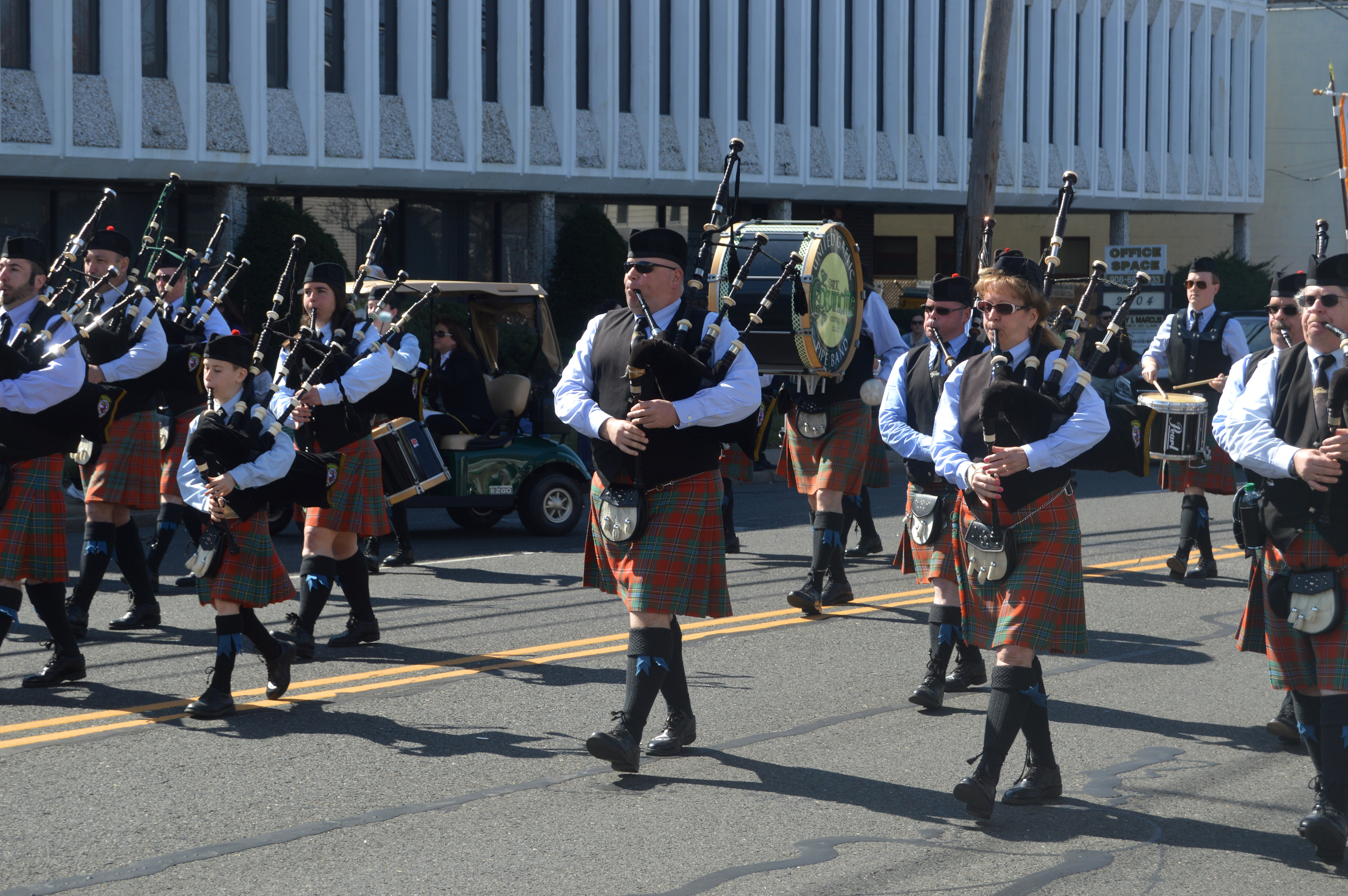 c143eacc3c7dd80d9b5f_St._Patrick_s_Day_2016_-_pipers2.JPG