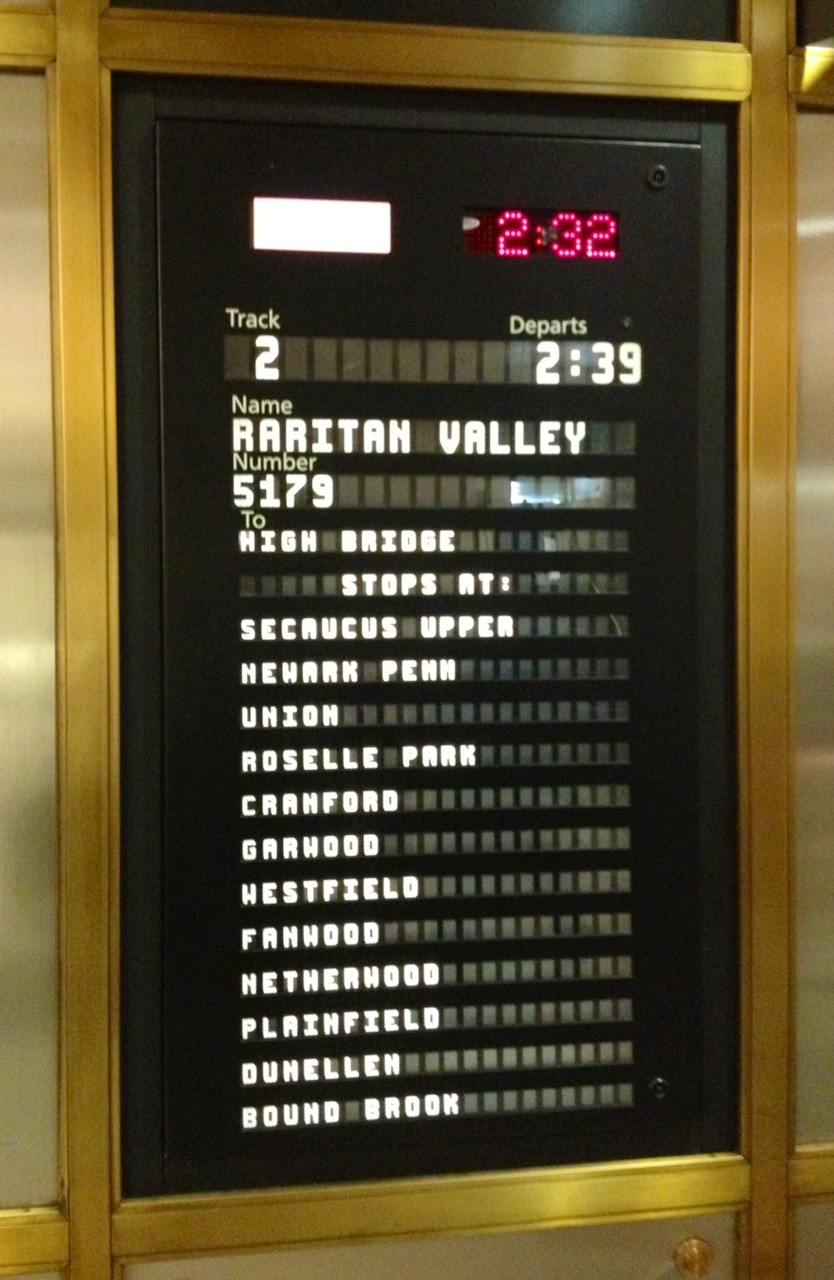 fee954ae4e8a87bff804_Raritan_Valley_sign_239_train_to_NYC.jpg