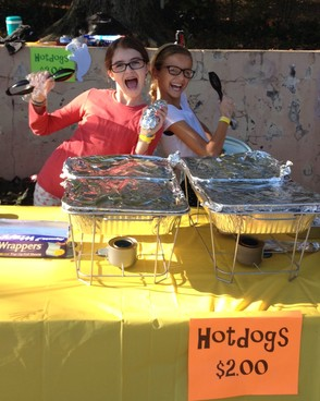 5th graders selling hot dogs at the Wyoming School's Fall Festival
