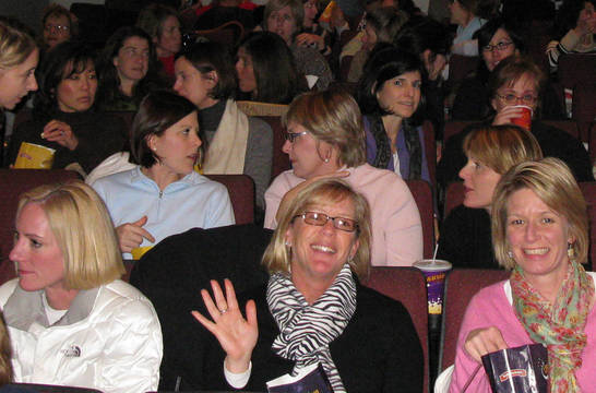 Top_story_88d5761f561c4507b9e6_6300f7fc5e013e496691_matinee_club_group_in_theater_-_best