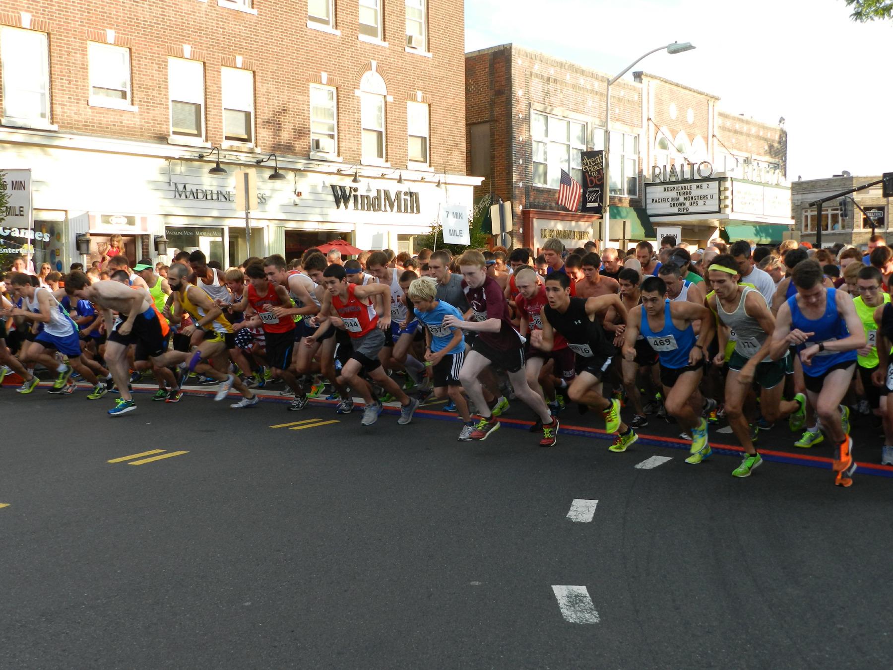 e0ab0adf208a58f81d40_2013_Pizza_Run_Race_Start.jpg
