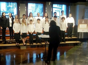 Hilltop Chorus Sings at Empire State Building