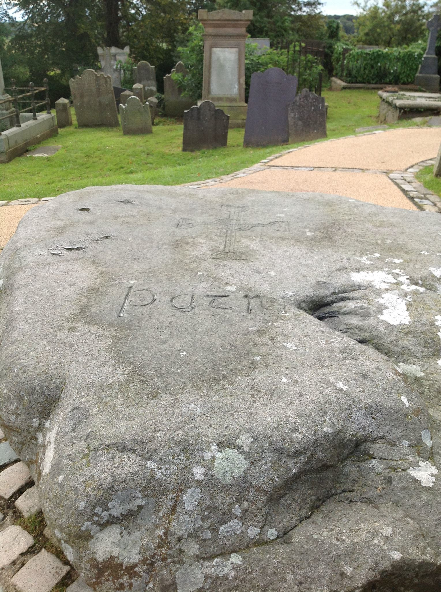 20971bda0572472cafac_St._Patrick_s_grave_in_Downpatrick_-_Sept._2012_photo_by_John_Mooney.jpg