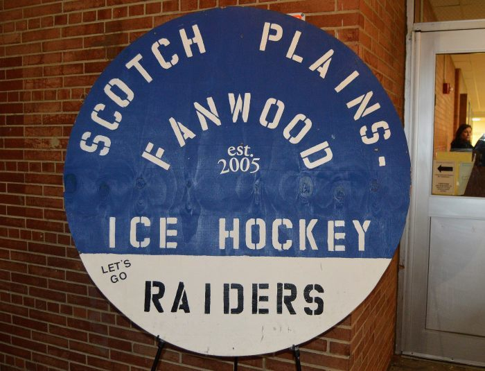 c15ea4febd66b33cf21e_Marino_-_SPFHS_hockey_sign_01.JPG