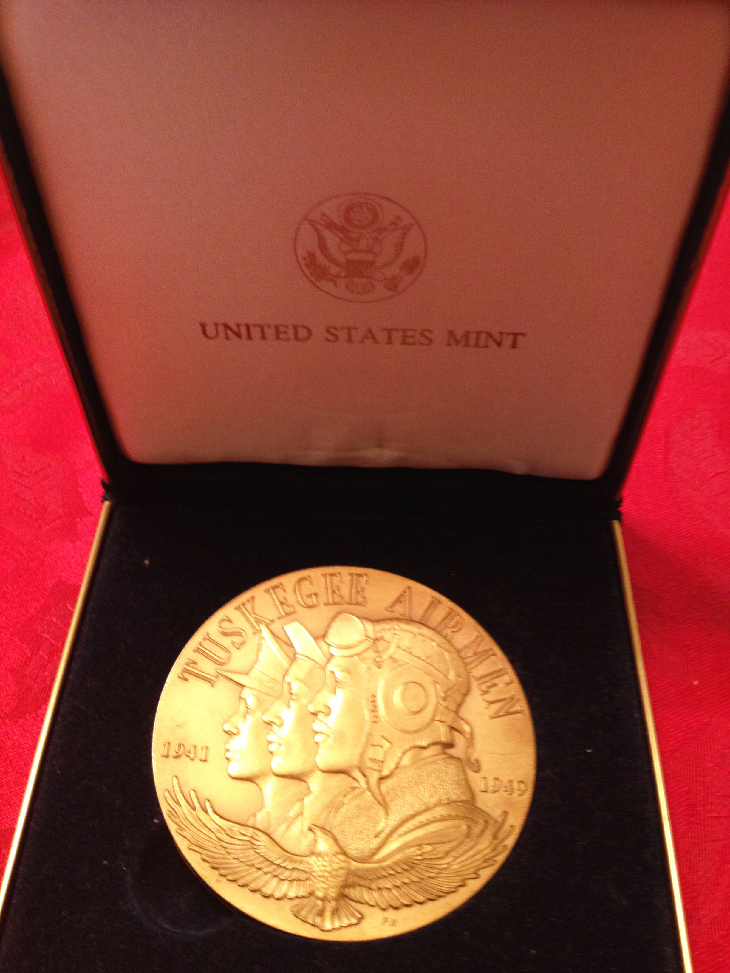 dc8bea0552f7371fe45d_Congressional_Gold_Medal_front.jpg