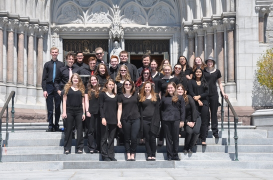 Top_story_b1fcb7b507314f448e4c_15e377101d1dcced6632_chs_singers_before_the_concert