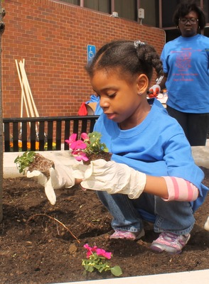 Roselle Comes Together for Community Clean Up Day, photo 29