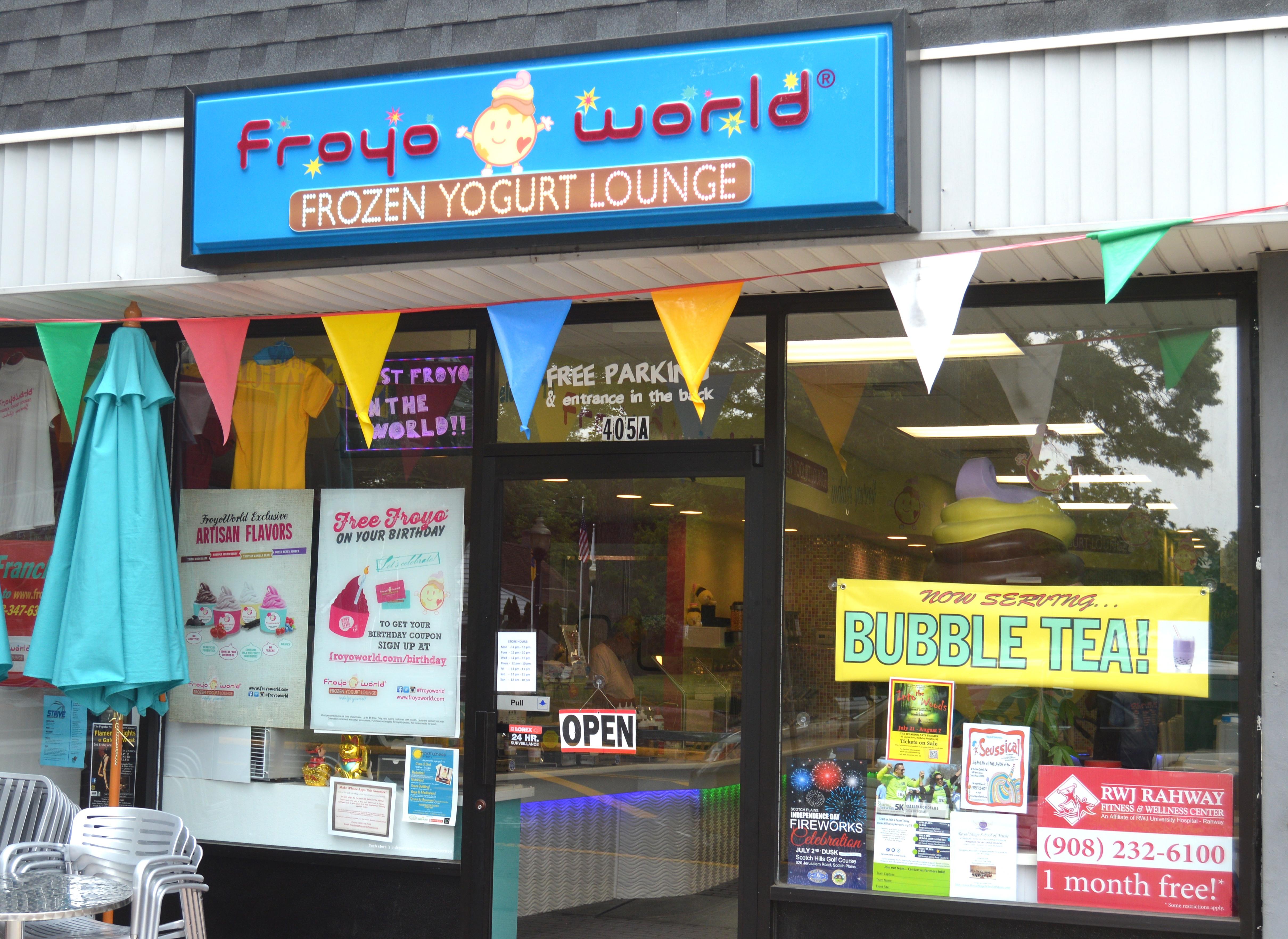 9f43d8684b8525ea5008_FroyoWorld_-_Bubble_Tea_sign.JPG