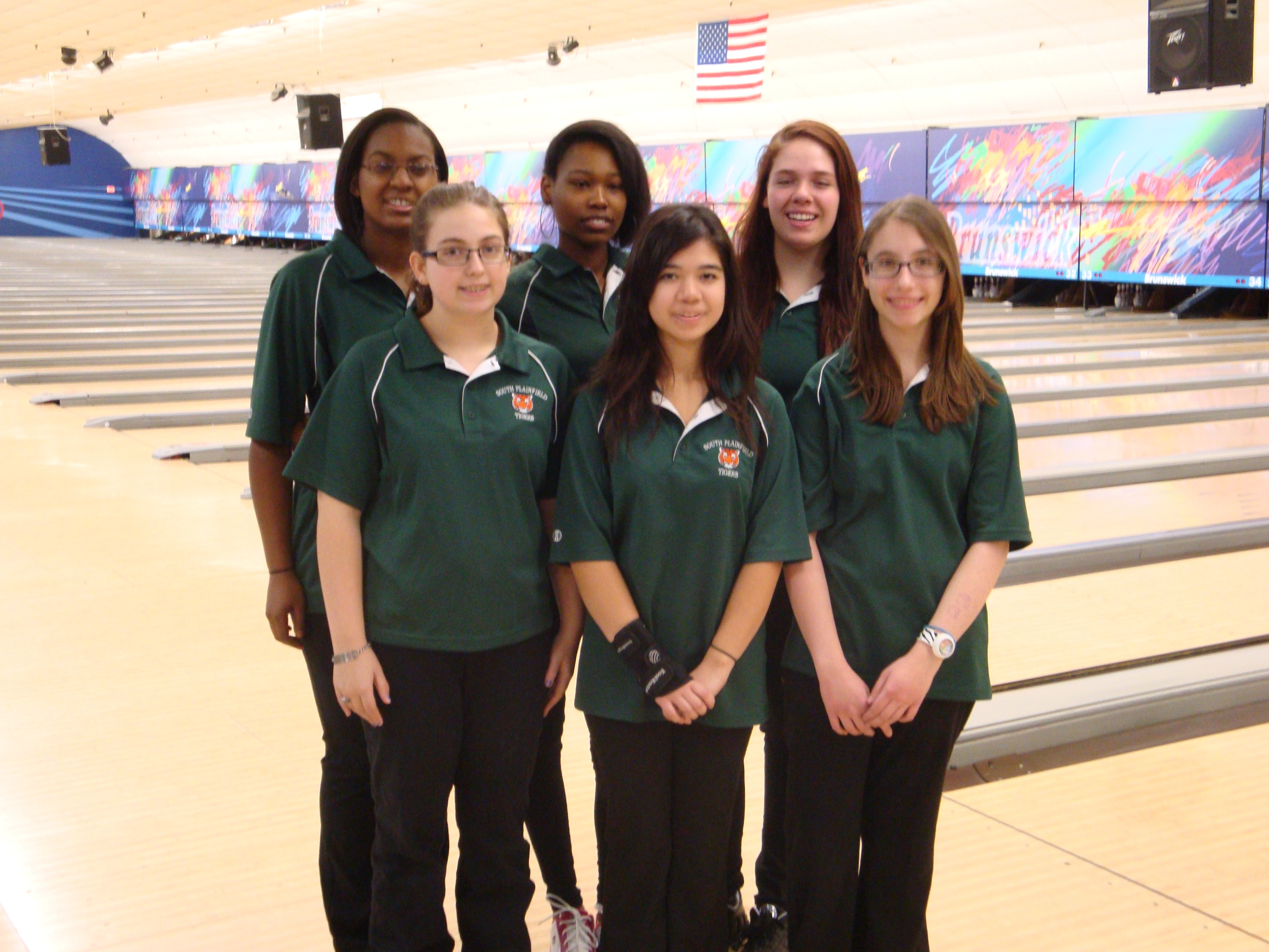 ab9278e3414adc7ffded_Girls_Bowling_Team.JPG