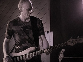 70dc563ea9553bde4a6b_Craig_Kiell_has_played_bass_for_Unforgettable_Fire_for_more_than_a_decade..jpg
