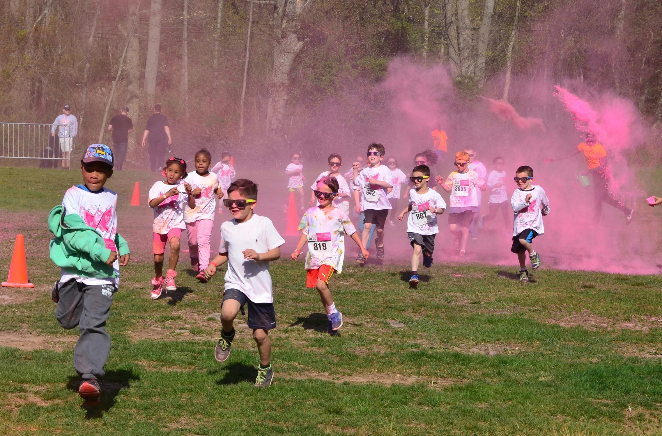 75adc47b79f71564b936_f977844b3f2929b71eb6_2015KomenRace-Kids_Color_Run-ES.jpg