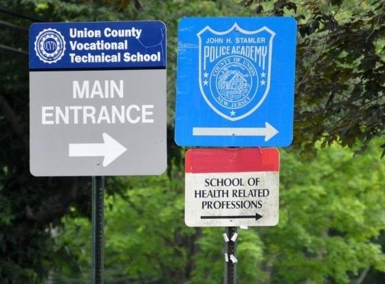 6b632c6dd23ac03f1030_Vo-Tech_Main_Entrance_sign.JPG