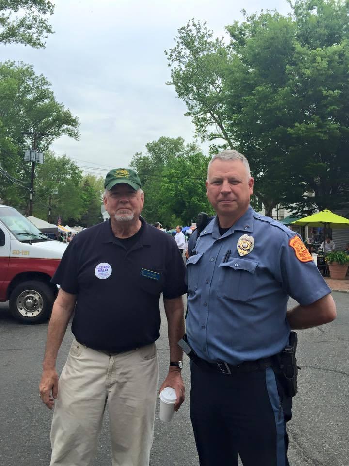 b673c2e48bdbbbe4244f_Mayor_and_Policeman.jpg