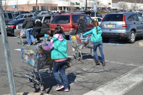 North Plainfield Girl Scouts Hold Cookie Sale