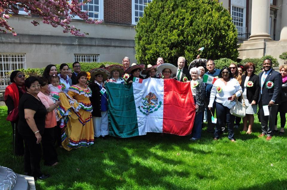 caf16b712aa16b5bca4b_Raising_the_Mexican_flag.jpg