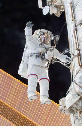 1095c697ca04dca87875_88669a19ca80d714d662_spacewalk.JPG