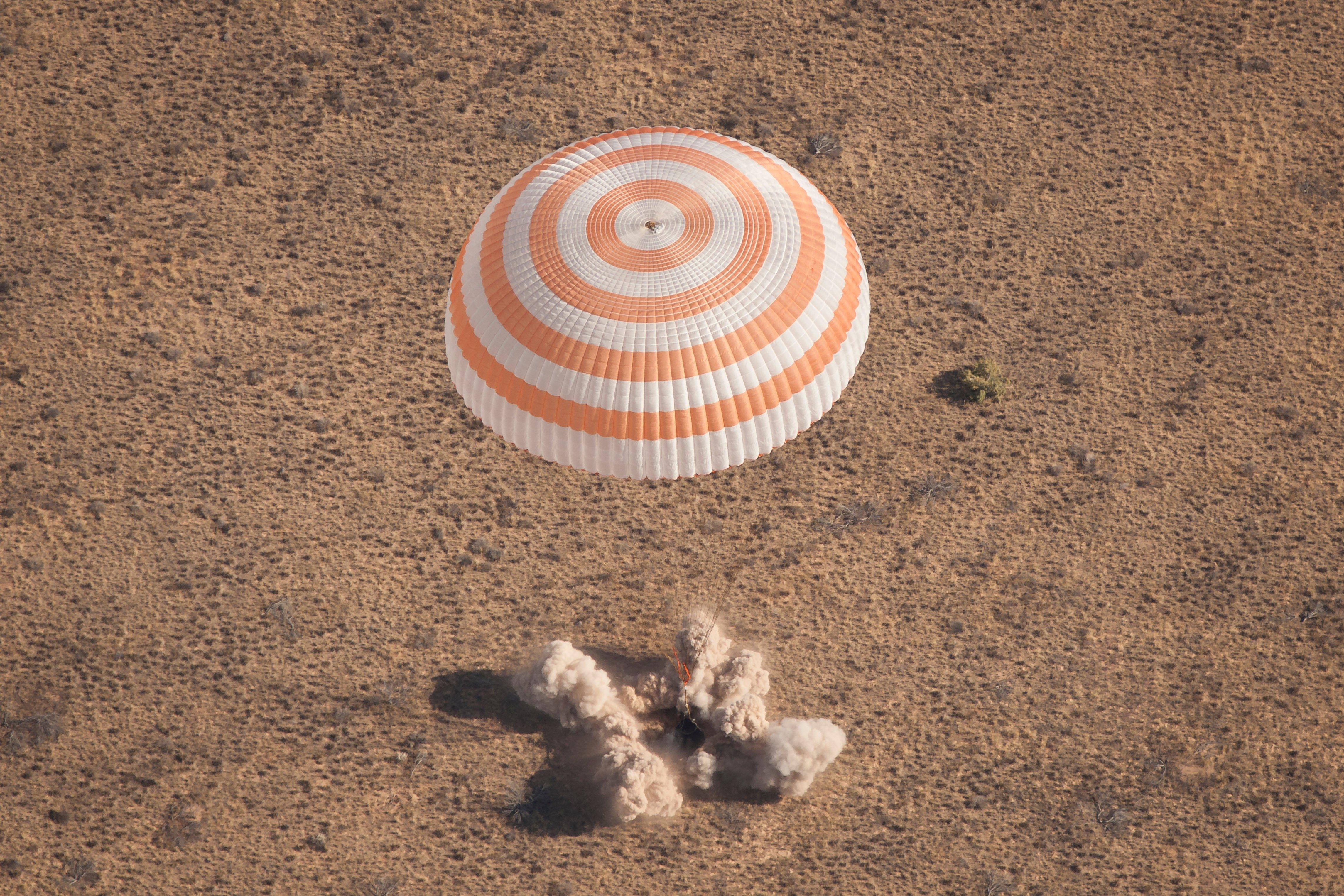 0c864370b29b7f722714_b493bceb515eadda8911_soyuz_landing__courtesy_NASA_.jpg