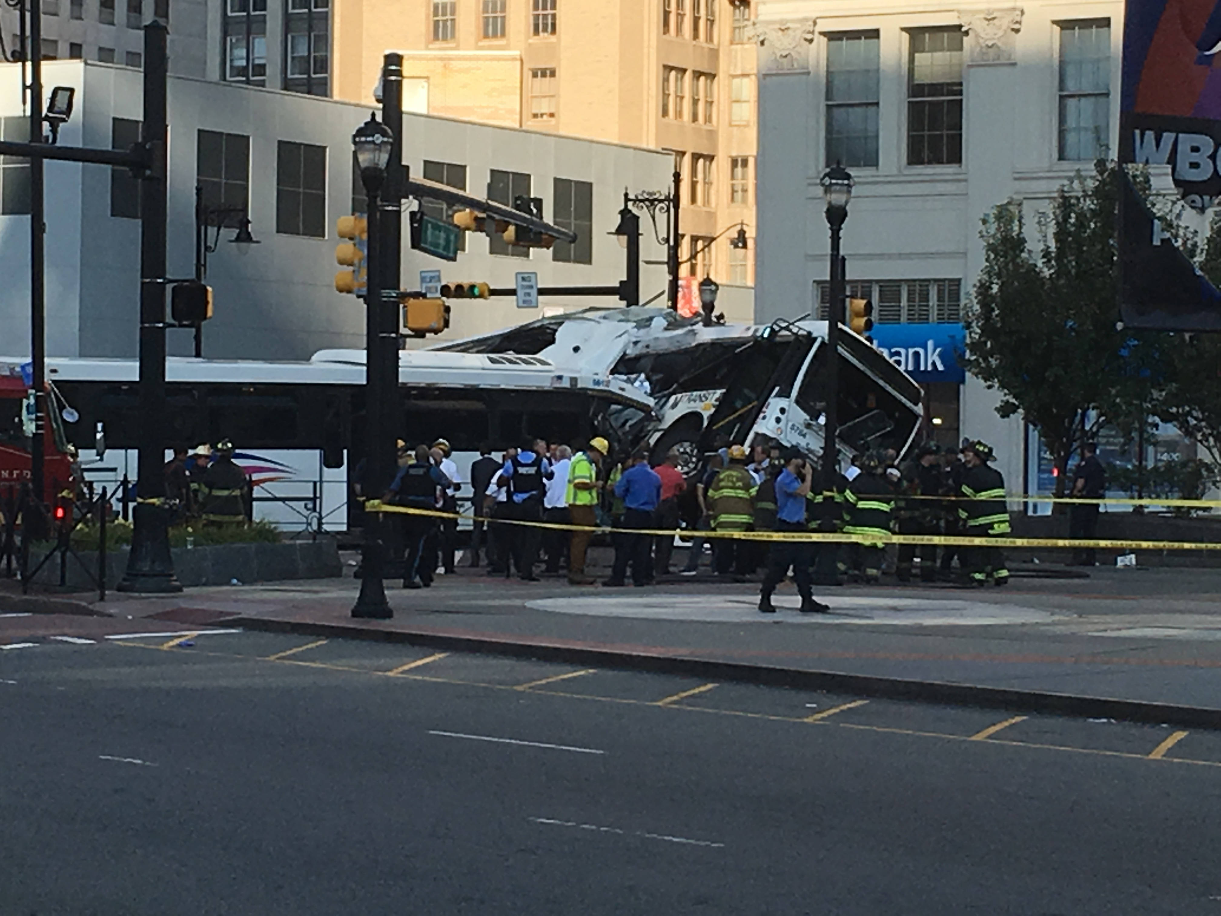 6c31a5ed1549bd966795_bus_crash_3.jpg
