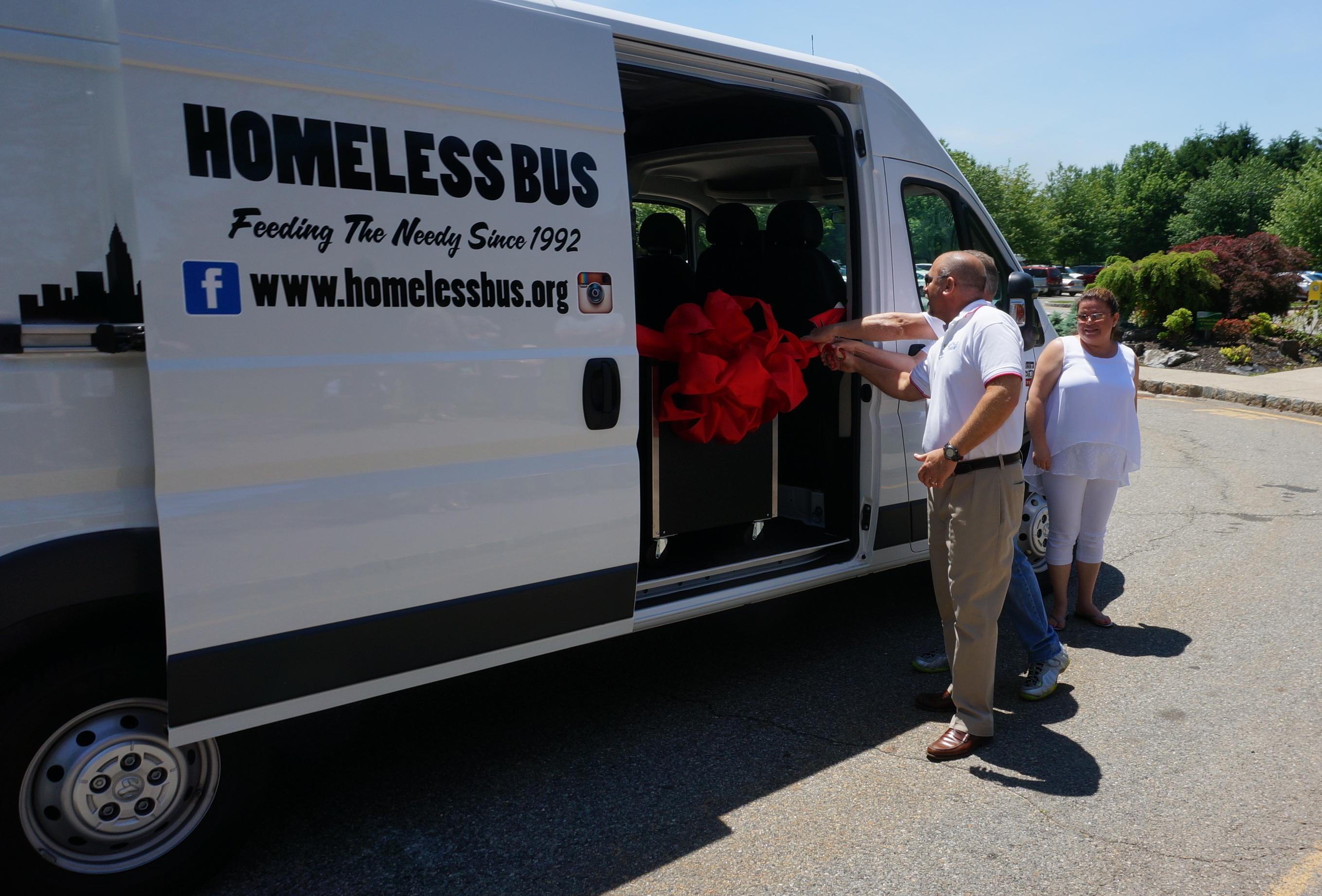 bbbe6585e923d3ed3d7c_best_Homeless_Bus_Reveal_006.JPG