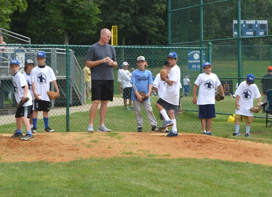 fd326fee721df36dce2f_Jeff_Nelson_at_SPFHS_bullpen_with_young_players_01.JPG