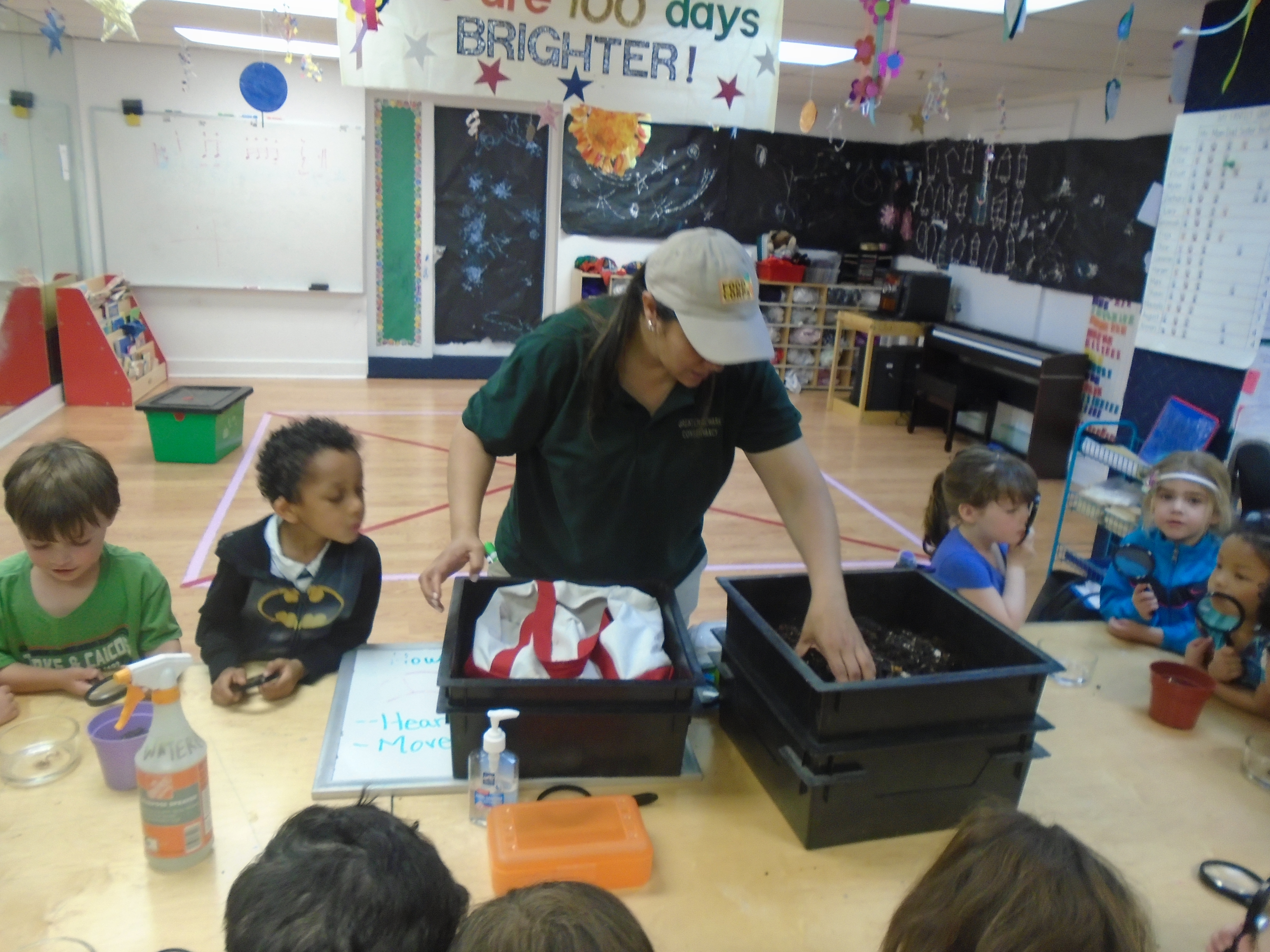 2828e5c56e991087065d_Greater_Newark_Conservancy_and_Park_Street_Academy_Students_learn_about_the_worm.JPG