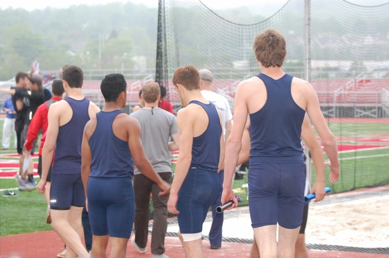 be7cb20d82f013d4d0d1_Boys_Track_4_x_400_relay_team.jpg