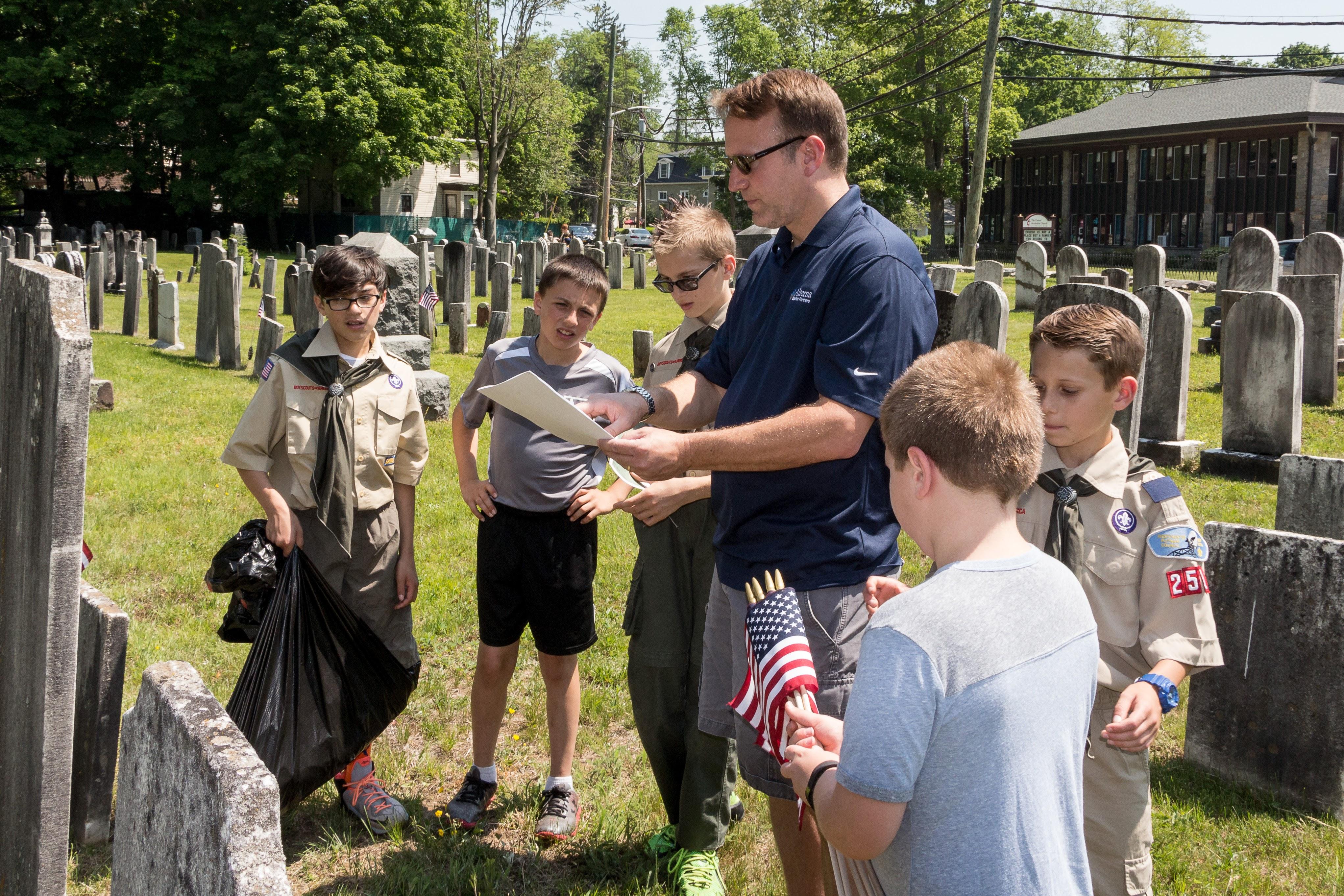 bf67dfc372665da29a1a_20160528_Boy_Scouts_Memorial_Day_Flag_Settng_053.jpg