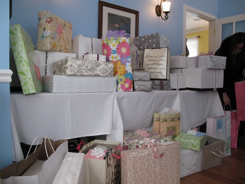 333037b77489efcbccaa_349e827c5f9c08ce4743_Bridal_Shower_Gifts.jpg