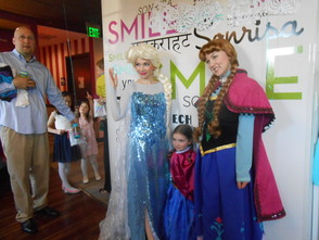 """Frozen"" Princesses Draw Lines and Brighten Smiles At Pearly Whites , photo 2"