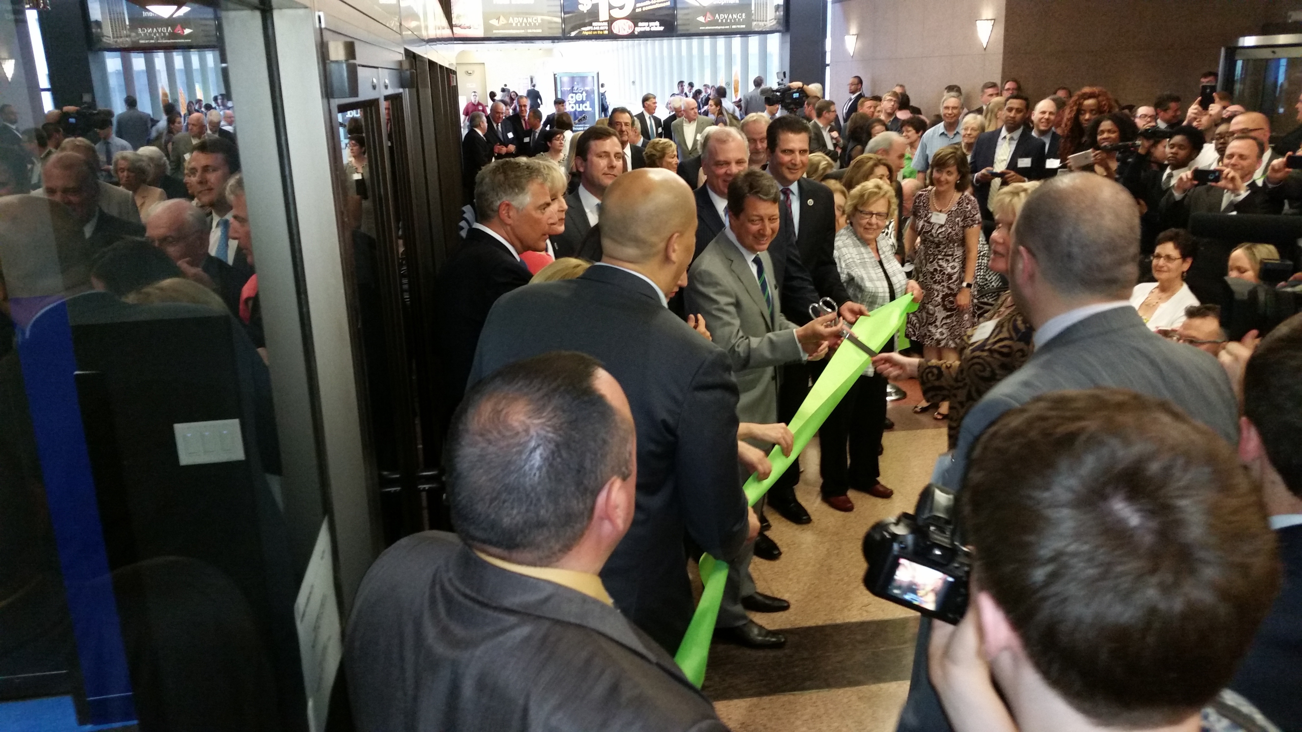 70a0e2f6fbbc14f9fb59_ribbon_cutting.jpg