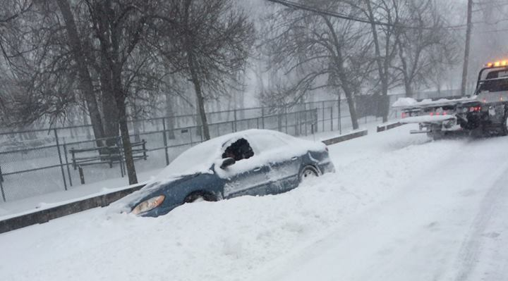 ffb476eee26c8e8b535e_car_stuck_in_snow_3.jpg