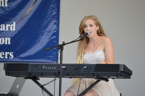 Anya Parker-Lentz Performs Original Music
