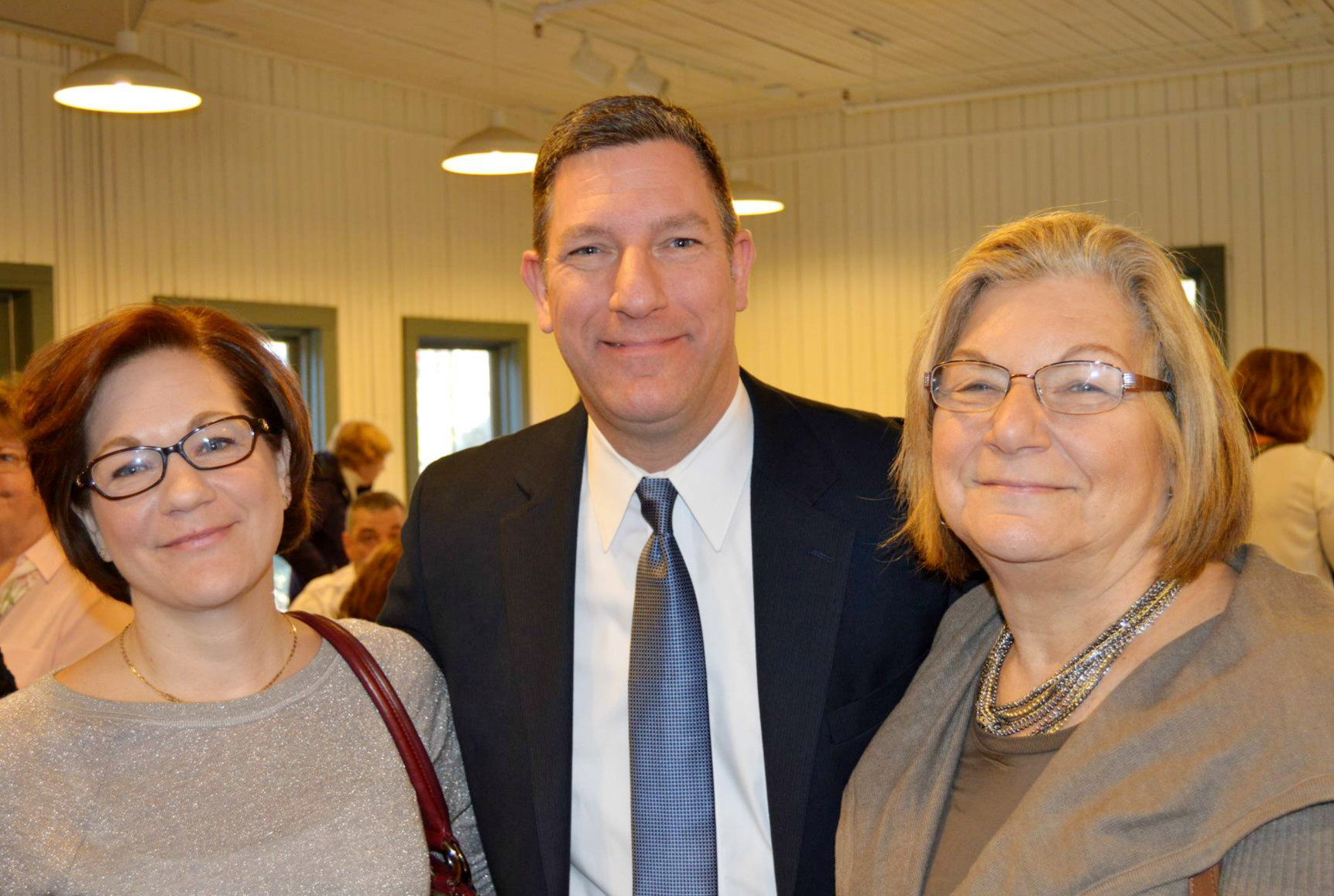 259a505efb9231dee0ad_Huegel_with_sister_and_his_mom.jpg