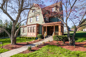Extraordinary, Renovated 5+ Bdrm, 3.1 bath Victorian