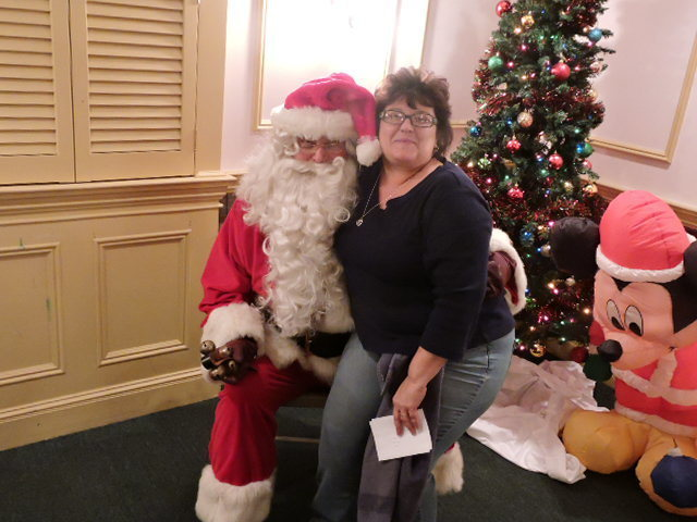 48aa829fd97d2f0b37d8_Sharon_with_Santa.jpg