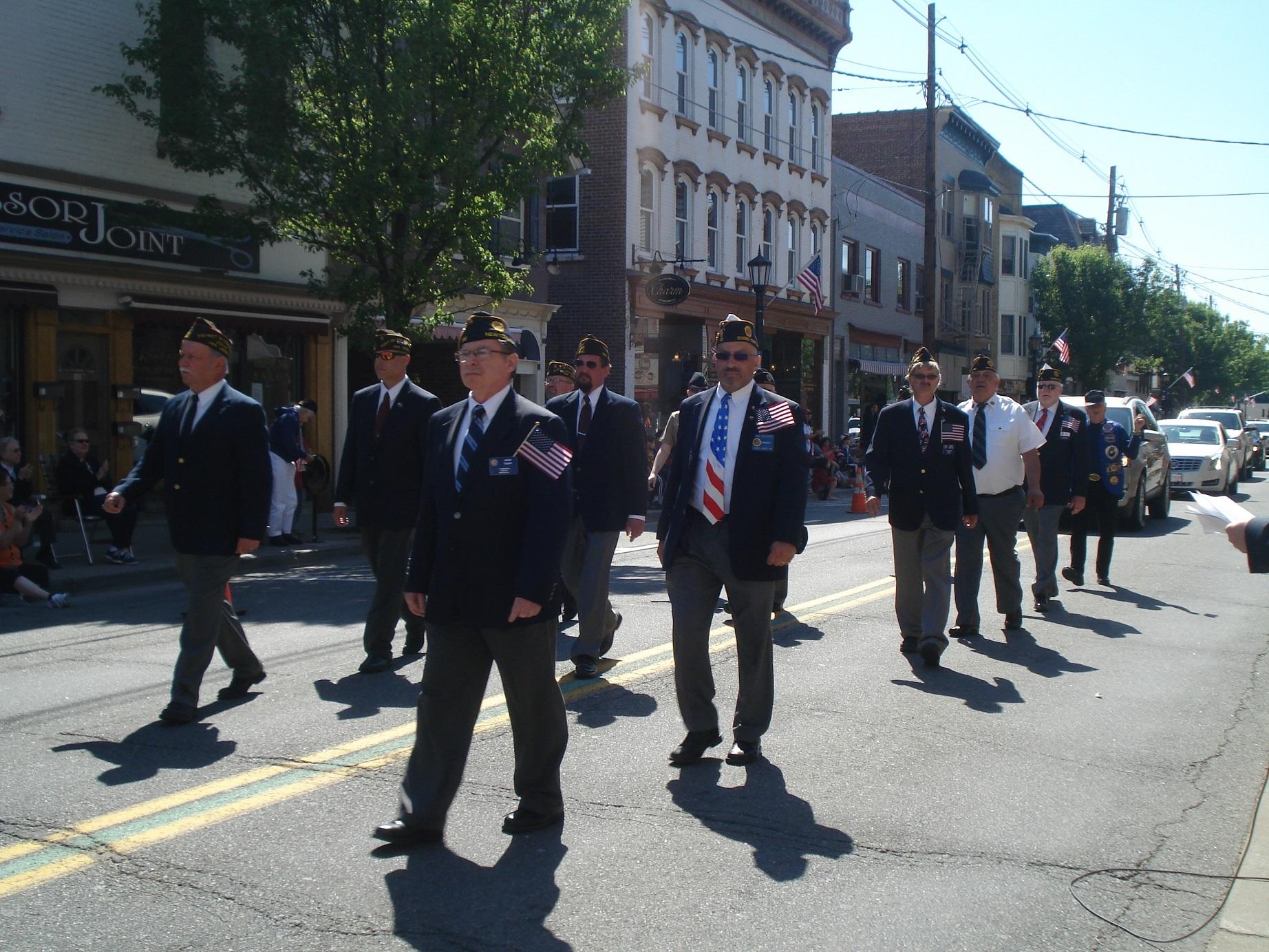 252fe4d66dbf05fb34ae_Memorial_Day_Parade_004.JPG