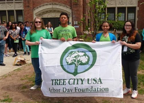 Top_story_ed0179337602fc67a634_roosevelt_middle_school_students_at_the_arbor_day_ceremony.