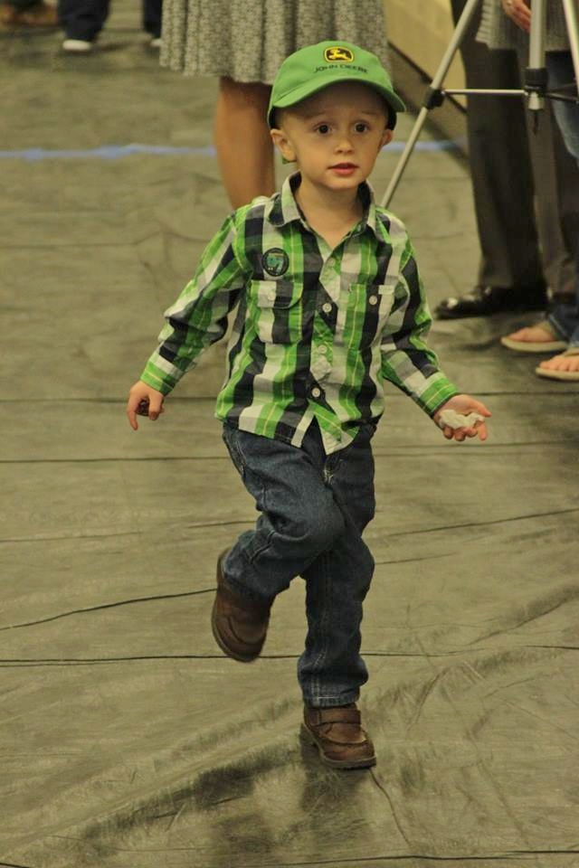 af6b15fb552ea1cf7233_5e3a2203f8146e7d2d54_little_boy_dancing.jpg