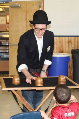 Magician Simon Mandal
