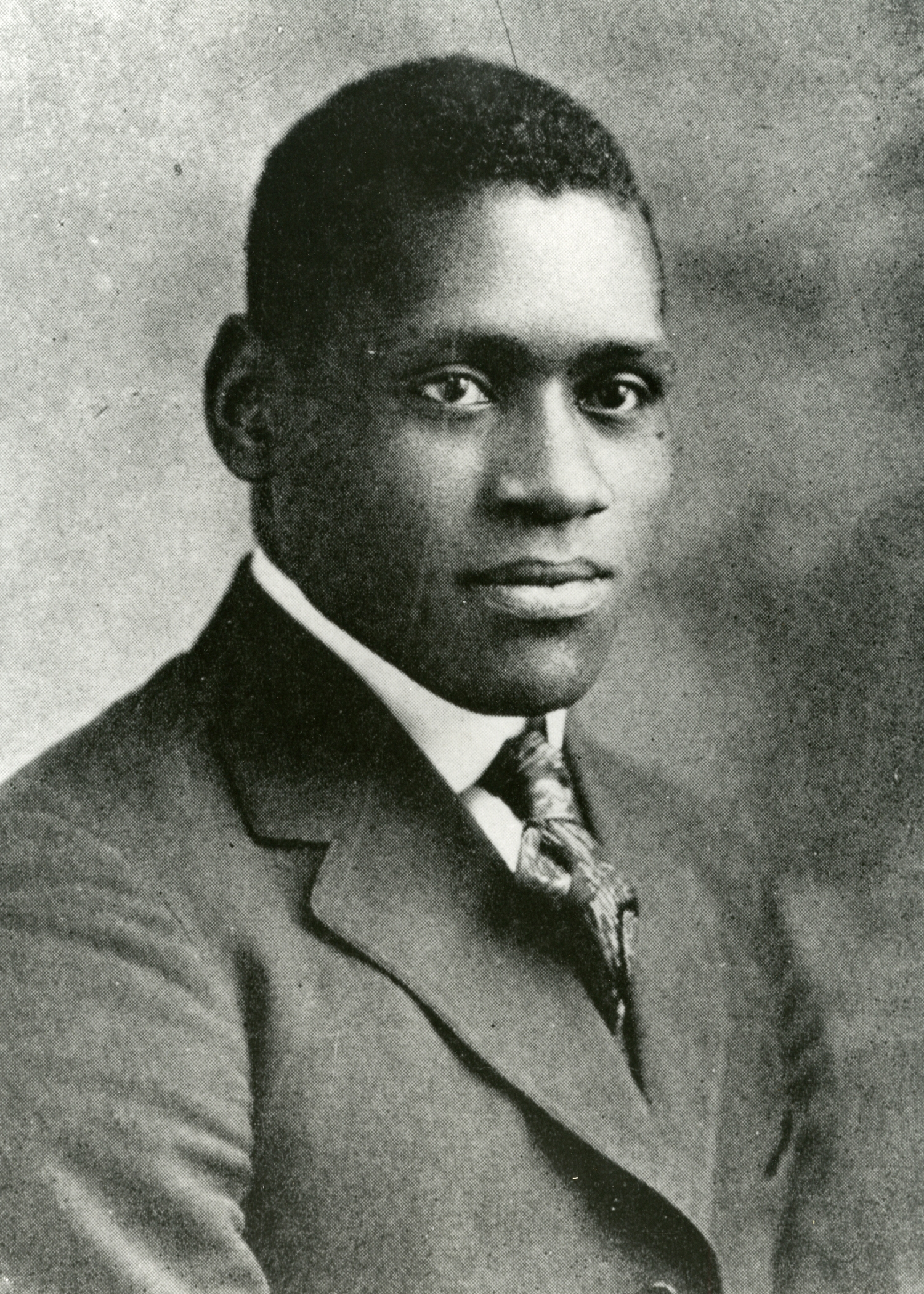 a biography of paul robeson an african american athlete singer actor and civil rights advocate