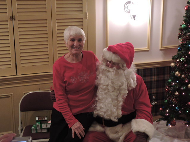 ec5309704922f9651166_2_woman_with_santa.jpg