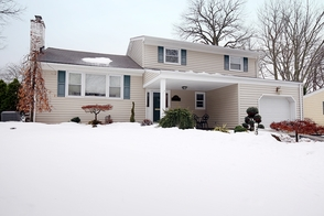 239 Woodbine Circle, New Providence NJ: $585,000