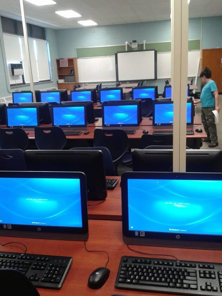 da065e7eae9c2abecbb2_JM_Computer_Lab.jpg