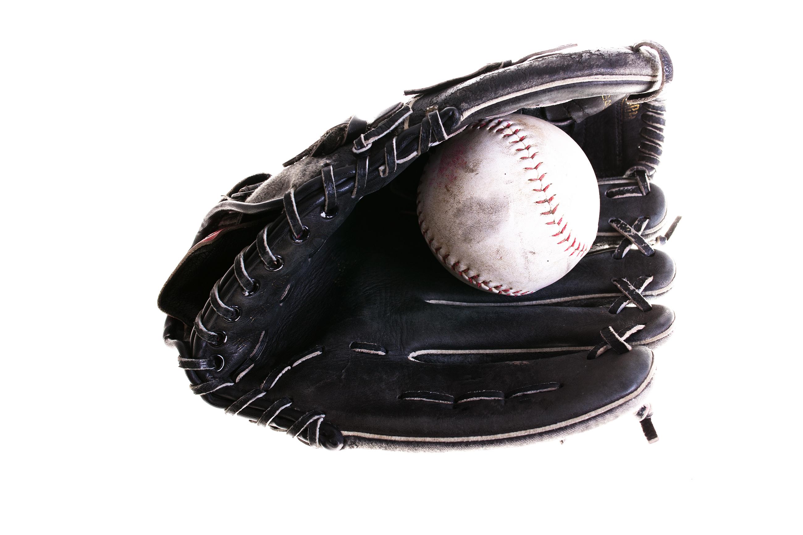 00aea05f3bb740ff0cae_Softball_glove.jpg
