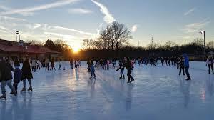 67946fbf9f0c1cead389_Ice_skating_2.jpg