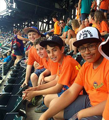 125edd687aff9fcd26d6_Camp_Yachad_-_baseball_game_trip.jpg