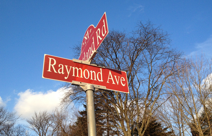 e41fa108ebfecbcd6014_Street_signs_Raymond.JPG