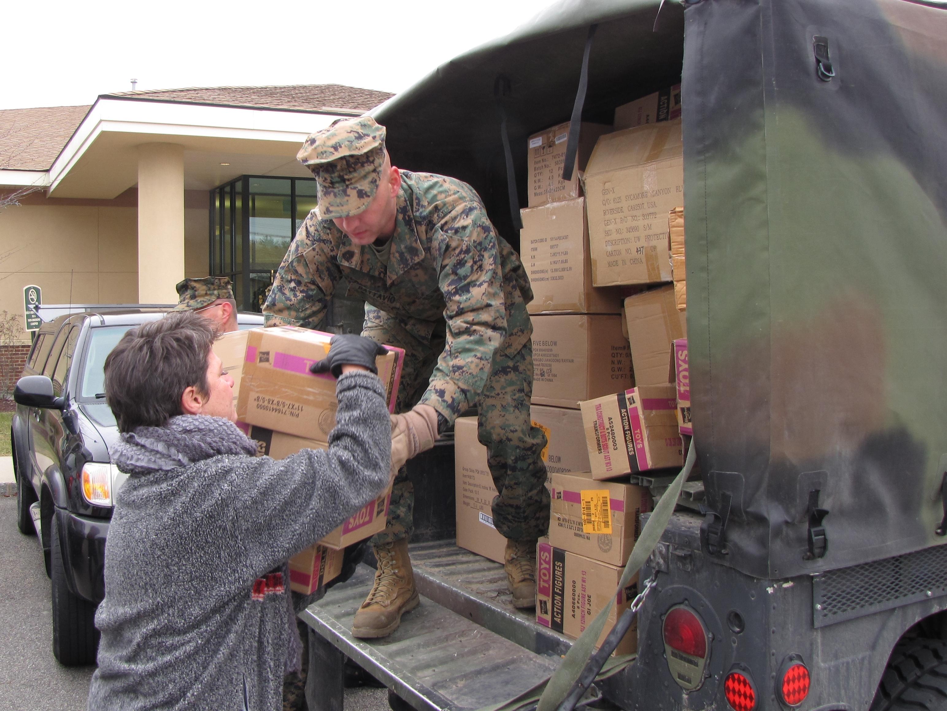 8b00e2a8723e60533960_Beverly_Gordon_receives_toys_from_Gunnery_Sergeant_Kevin_Battavio.JPG