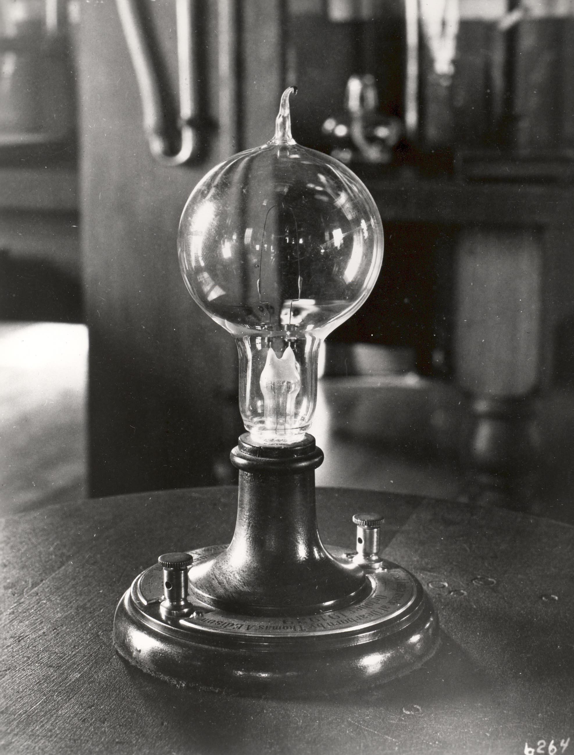 0bf7fffd4cea216597dc_Early-Light-Bulb.jpg