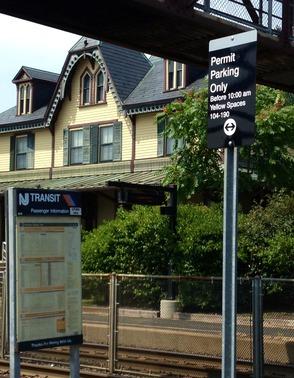 Carousel_image_d890bd0c8af454d26964_njt_lot_parking_sign_-_station_house